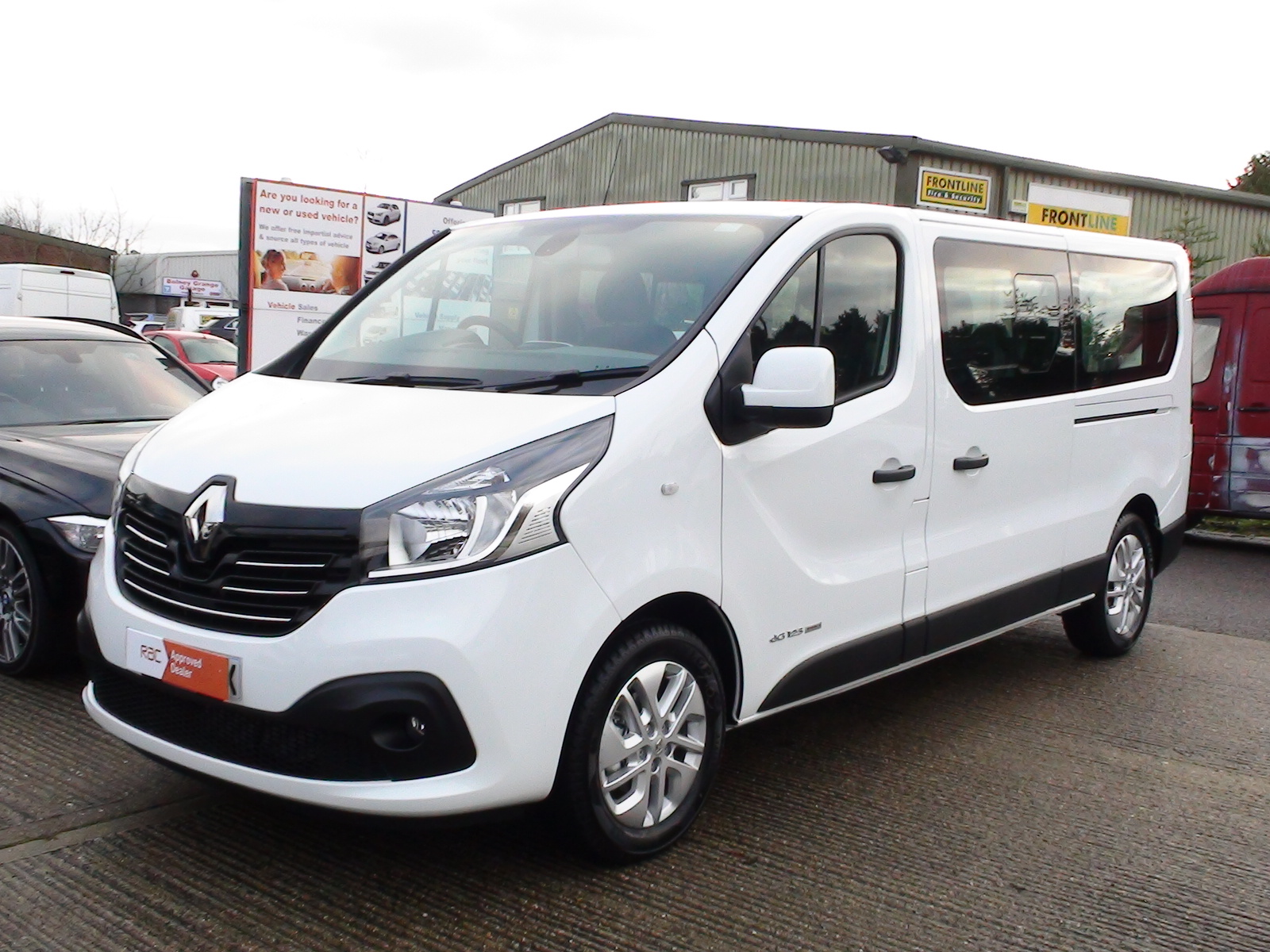 2017/66 New Renault Trafic Sport LL29 9 Seater, Rear Air Con